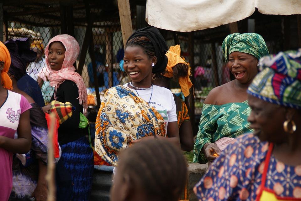 Femmes commerçantes au marché en Guinée CC: Pixabay